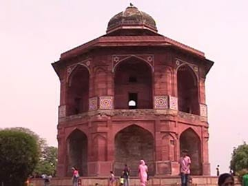 Does Delhi's Purana Qila have a Mahabharata connection?