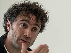 British designer Heatherwick seeks cities with 'human scale'