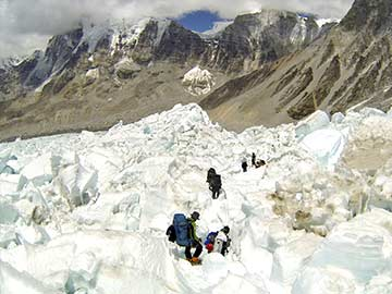 Everest on hold as Sherpas call for fairer pay