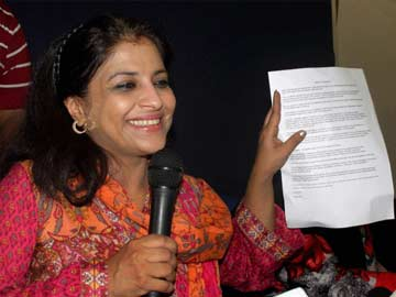 Double Blow to AAP, Shazia Ilmi and Captain Gopinath Quit Party