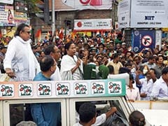 Mamata Banerjee Holds Roadshow as Campaign Ends in West Bengal