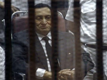 Egypt's Hosni Mubarak Breaks Leg in Hospital