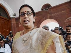 HRD Minister Smriti Irani Meets IIT Directors, Reportedly Plans a 'Retreat' With Them