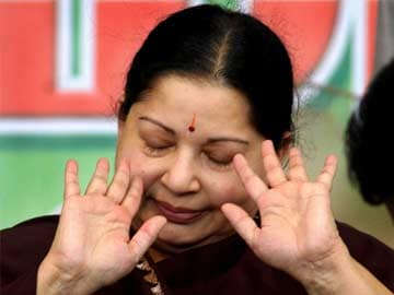 Furious at Dhoti Ban in Clubs, Jayalalithaa Threatens to Cancel Licences