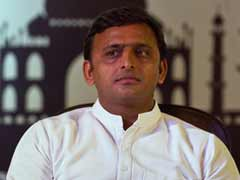 Akhilesh Yadav in Photo Controversy, UP Government Calls it 'Misleading'