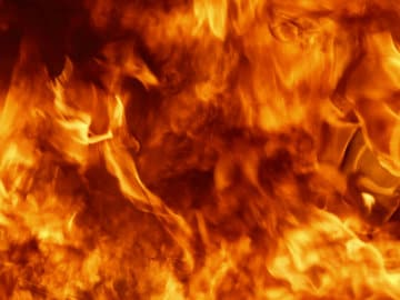Over 100 Shops Gutted in Fire in Agra