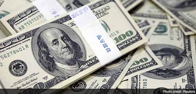 Dollar Hovers Near 2-Week High, Eyes Policy Divergence for Support in 2016