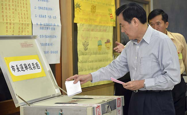 Taiwan Begins Vote Testing Confidence in China-Friendly ...