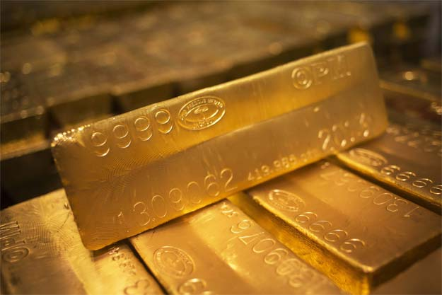 Gold Holds Near One-Month High On Falling Oil, Equities