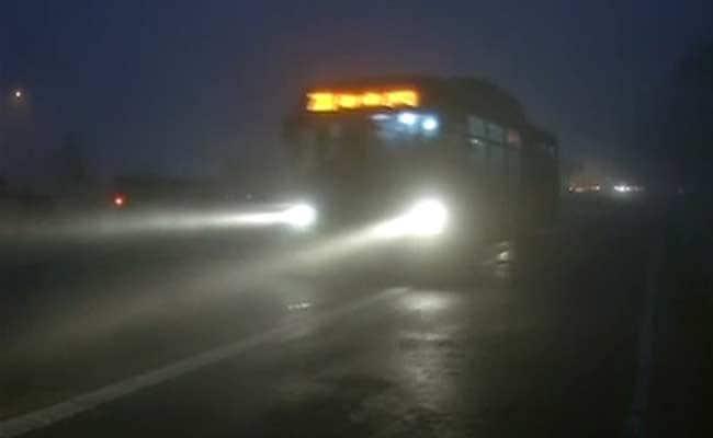 Delhi Wakes Up to Dense Fog; Flights, Rail Traffic Hit