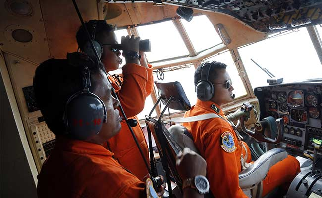 4 Large Parts of Crashed AirAsia Jet Found on Sea Floor