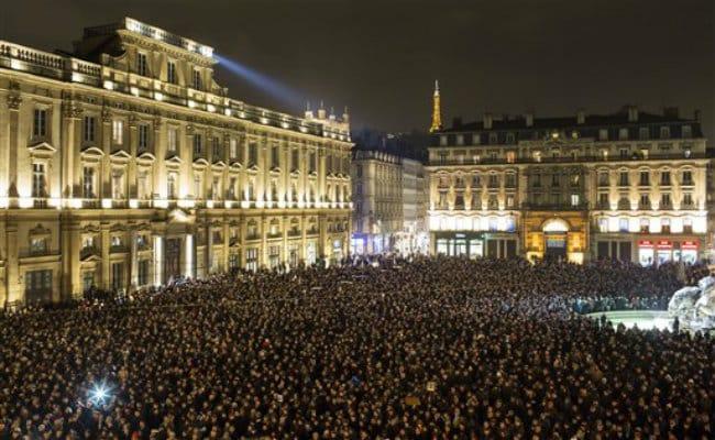 World Leaders, Media Groups Condemn 'Barbaric' Paris Attack