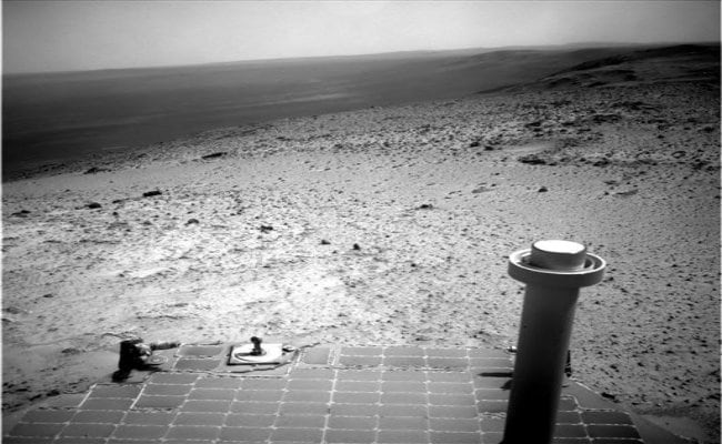 Opportunity Rover Takes in View from Top of Martian Hill