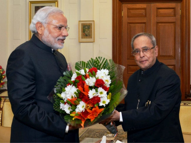PM Modi Meets Pranab Mukherjee, Hamid Ansari to Greet Them on New Year