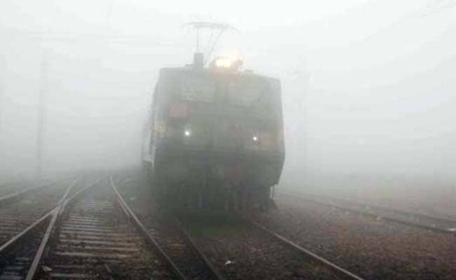 Chilly Morning in Delhi; Fog Disrupts Rail Traffic
