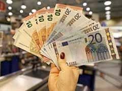Euro Slips to 11-Year Low as Greece Set to Reject Austerity