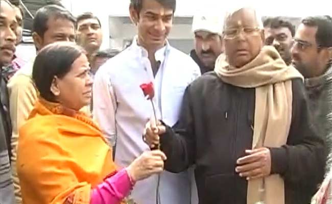 On New Year, Lalu Has a Rose For Rabri, and Advice For Jitan Ram Manjhi