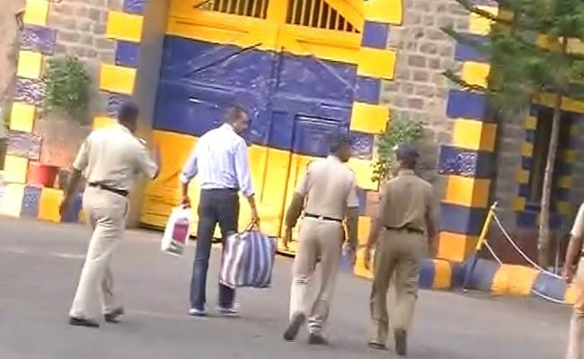 Actor Sanjay Dutt Goes Back to Jail After Parole Extension Is Rejected