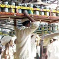 Mumbai Dabbawalas Seek Taxi Permits to Supplement Income