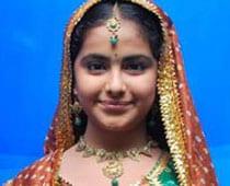 Pratyusha Banerjee steps in as Anandi on Balika Vadhu