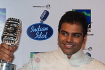 Andhra gives Rs.1 lakh to Indian Idol Sreeram