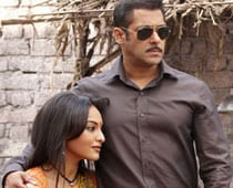 Why does Dabangg have double 'g'?