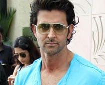 Dhoni, Hrithik Let Their Hair Down For Her