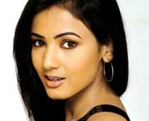 Sonal Chauhan Meets With Accident