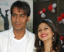 Ajay's weird gift to Tanishaa