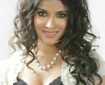Nandana gets hate mail for nudity in <i>Rang Rasiya</i>