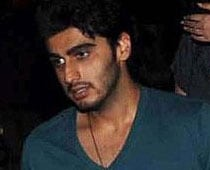 Arjun Kapoor acts cool in the time of crisis