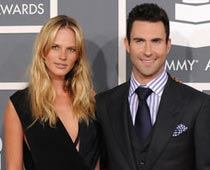 Adam Levine splits from model girlfriend