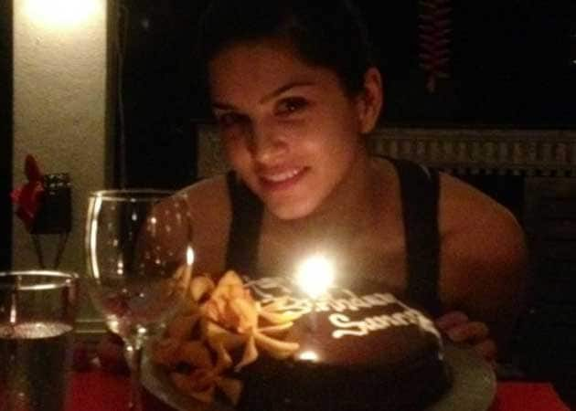 Sunny Leone celebrates birthday with Jism 2 team