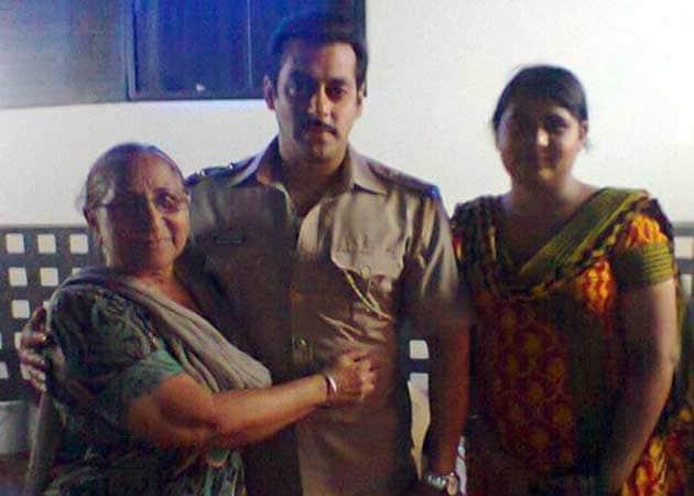 Salman meets Sarabjit Singh's family