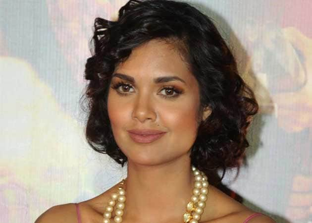 It's not easy to scare me: Esha Gupta