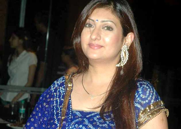 TV actress Juhi Parmar to be a mommy in January