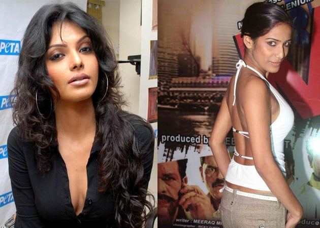Hot weekend: Poonam Pandey, Sherlyn Chopra upload risque images on Twitter