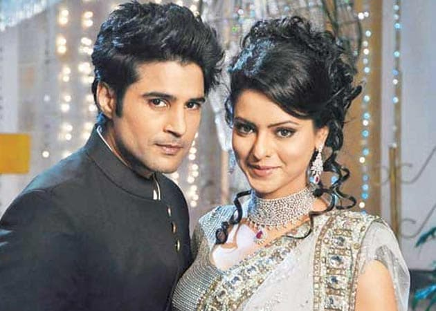 rohit-bakshi-and-aamna-sharif