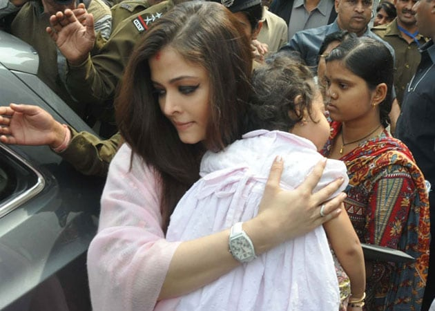 Aaradhya Meets Grandmother Jaya Bachchans Family In Bhopal