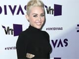 Miley Cyrus spotted without engagement ring