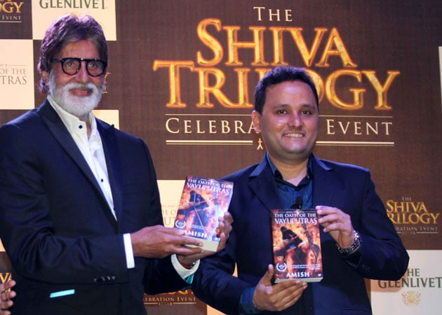 Amitabh Bachchan with Amish Tripathi at the success party of the Shiva Trilogy (2013)