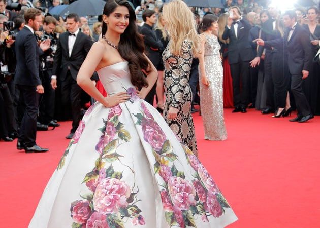 Cannes 2013 sonam kapoor creates floral drama on day two ndtv
