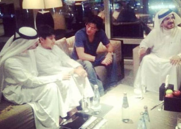 Shah Rukh Khan And Happy New Year Cast Go Local In Dubai