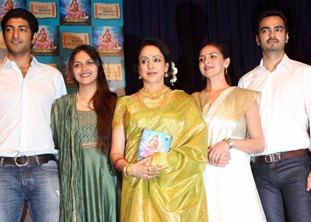Hema Malini With Her Daughters Ahana And Esha S Fiance Vaibhav Son In Law Bharat Takhtani File Photo