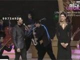 Shah Rukh sings to Deepika: Boyfriend ka naam bolo