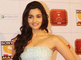 Alia Bhatt garners support from Parineeti Chopra, Shraddha Kapoor for Highway
