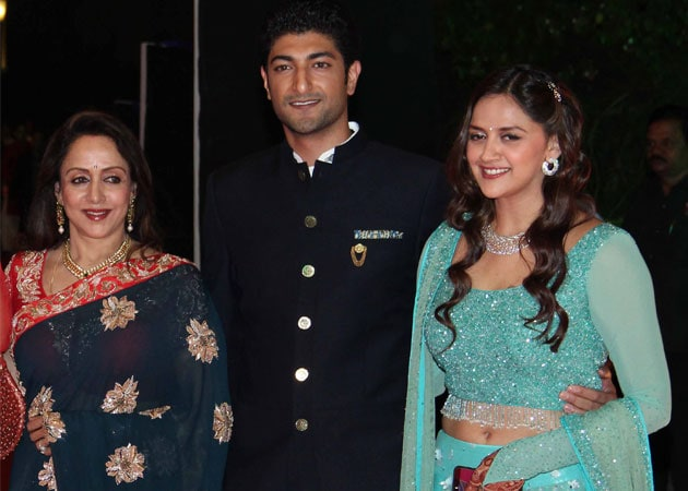 Hema Malini With Her Daughter Ahana And Son In Law Vaibhav