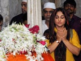 Vidya Balan Prays at Dargah Ahead of Release of Bobby Jasoos