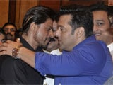 Shah Rukh Khan, Salman Khan Repeat Famous Hug at <i>Iftaar</i> Party