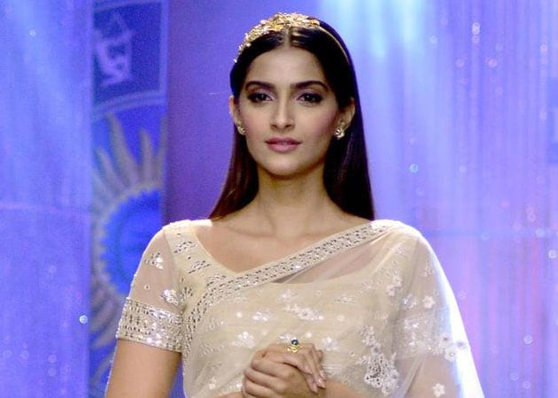 sonam kapoor i am just an actor theres no